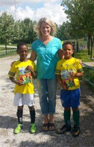 Två blivande landslagsspelare och en författare. Under två dagar mötte jag nästan åttio lirare på Landslagets Fotbollsskola i Oxie! Vi snackade fotboll och läste tillsammans. Alla fick en bok med sig hem!